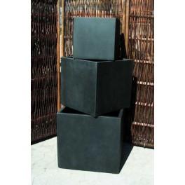 Lav firkantet sort krukke*